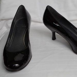 Stuart Weitzman Black Patent Kitten Heel- Sz. 5